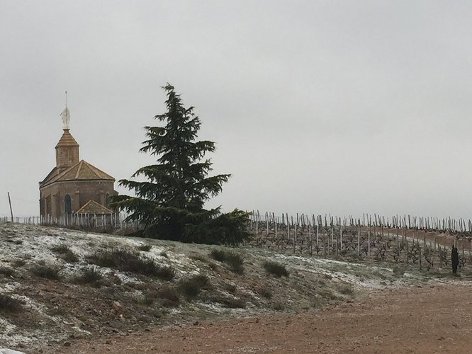 A%20snow-dusted%20Chapelle%20de%20la%20Madone%20in%20Fleurie%20-%20'Sneaujolais'