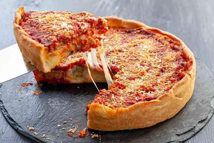 Chicago-Deep-Dish-Pizza-LEAD-5-f8c04d3d77b24e479bbb1502758a5ed1